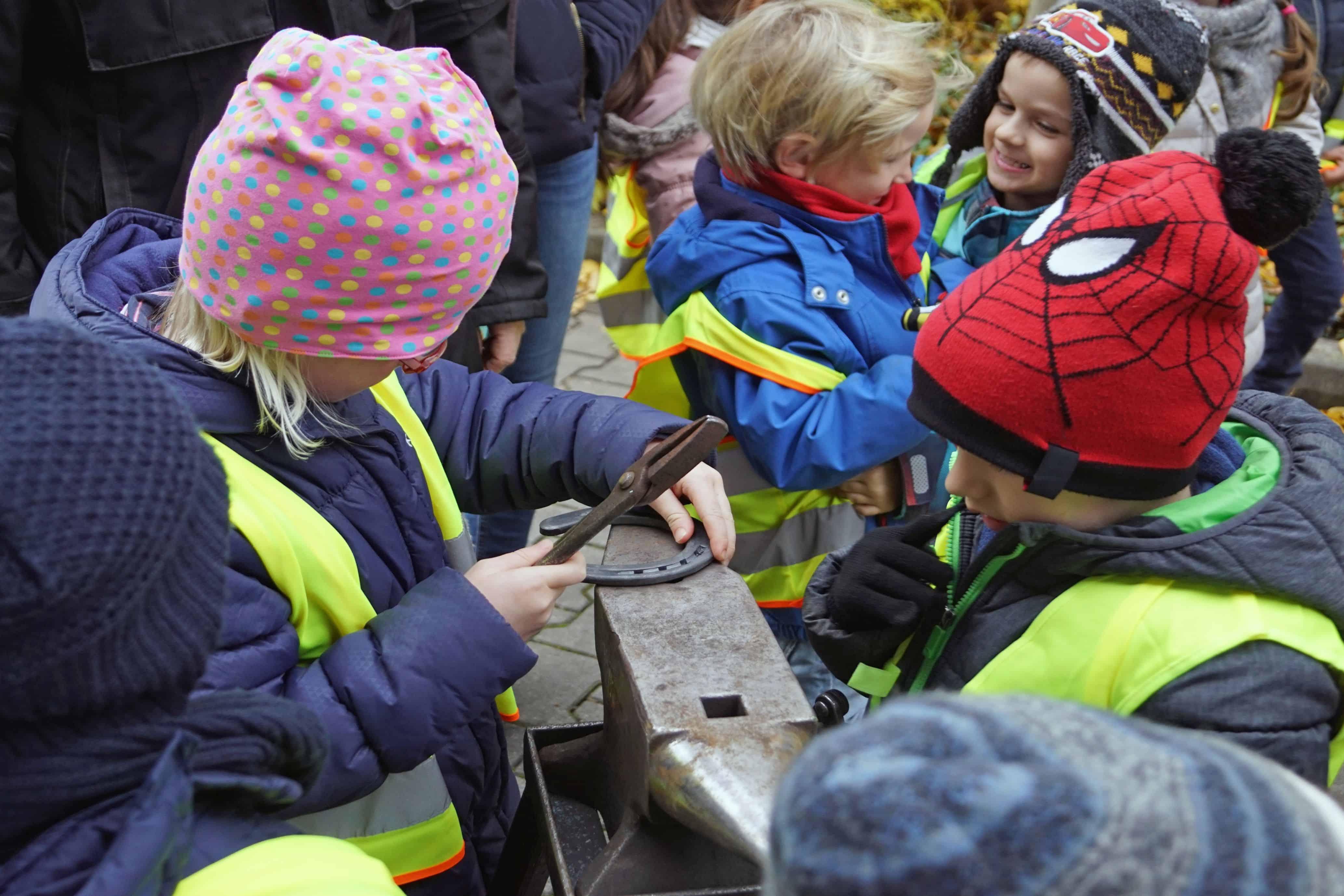 holzpferde für kinder spenden | barnboox.de | pferdewissen online